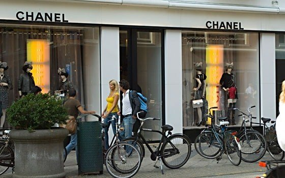 520_fullimage_amsterdam shopping chanel_560x350