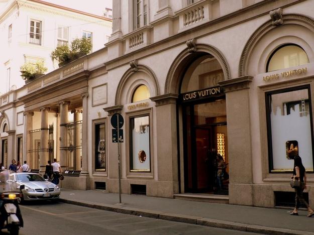 VIA-MONTENAPOLEONE-Milano